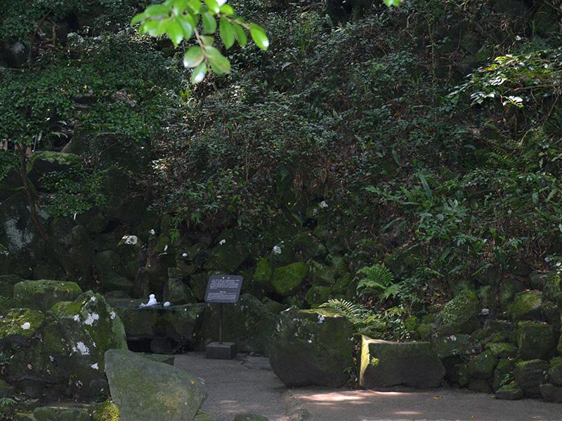 笠山の天然クーラー「風穴」