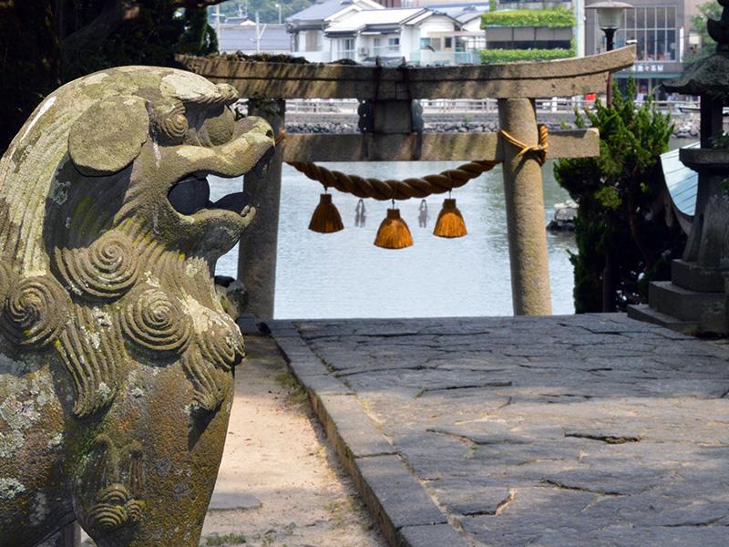 厳島神社から見る明神池