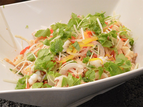 セロリと蛸の桜麺のサラスパ風