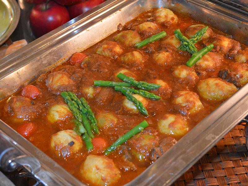 キャベツボールとトマトの煮込みカレー