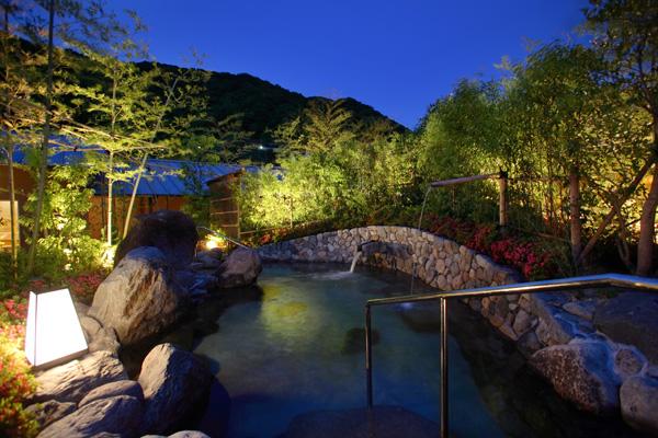 城壁露天風呂夜景